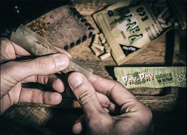 PayPay Papers mit grünem Papier. Hergestellt aus der Alfalfa Pflanze.